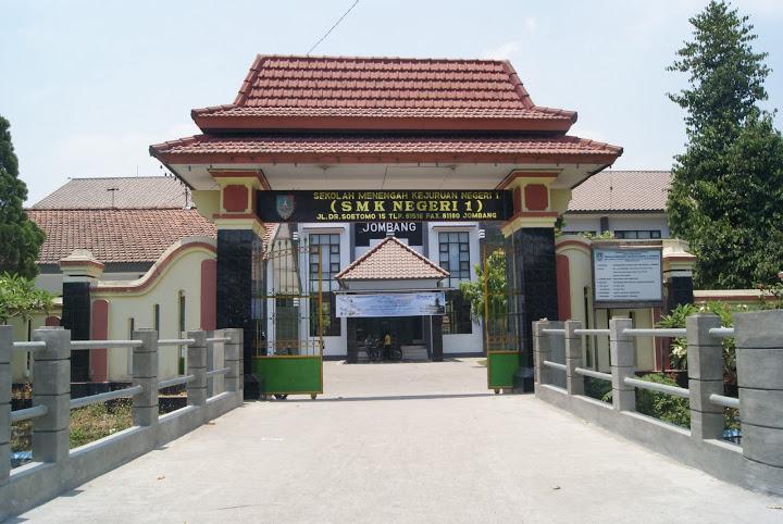 Tampak depan SMK Negeri 1 Jombang
